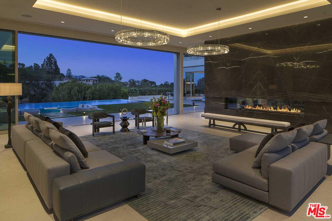 642 Perugia Way Los Angeles, CA 90077
