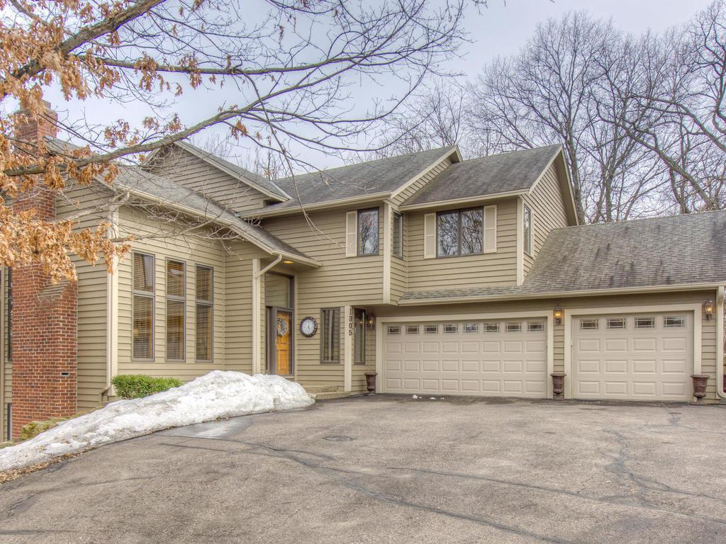 1305 Summit Oaks Drive Burnsville, MN 55337
