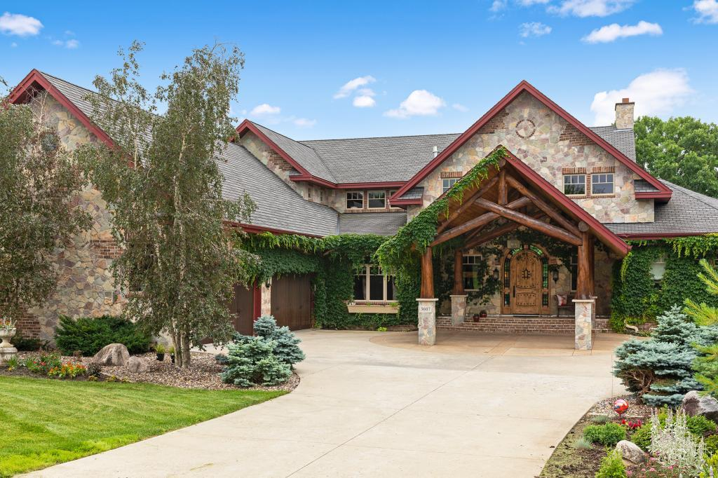 3607 Lerive Way Chaska, MN 55318