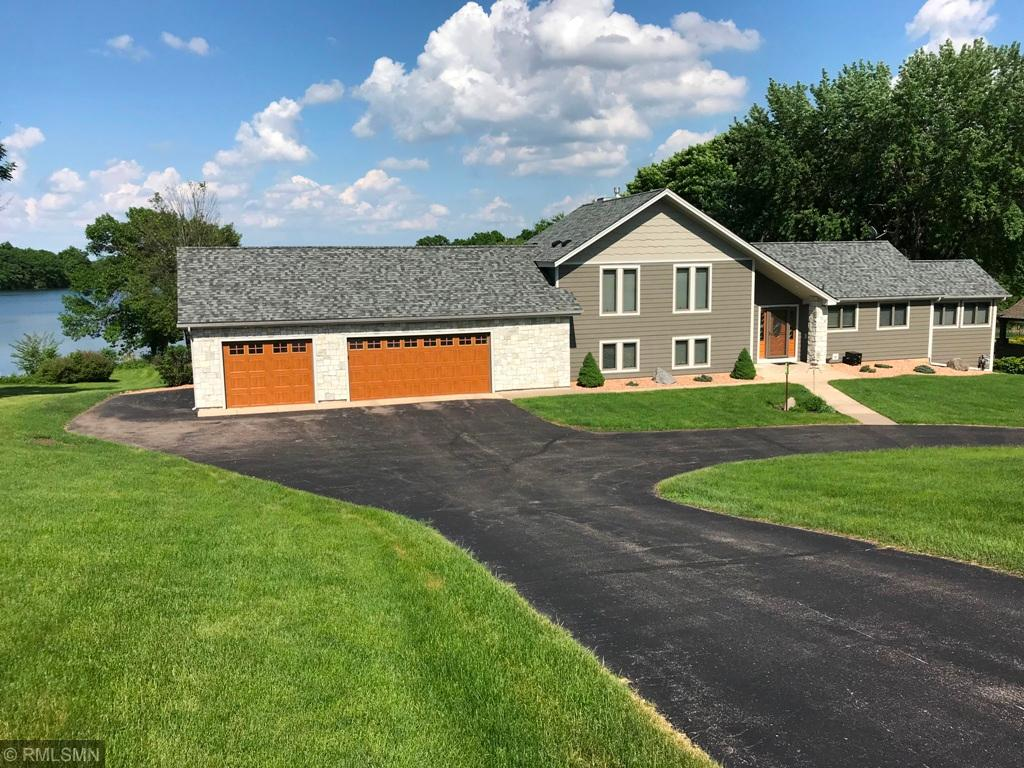 14525 Lakeview Circle Shakopee, MN 55379