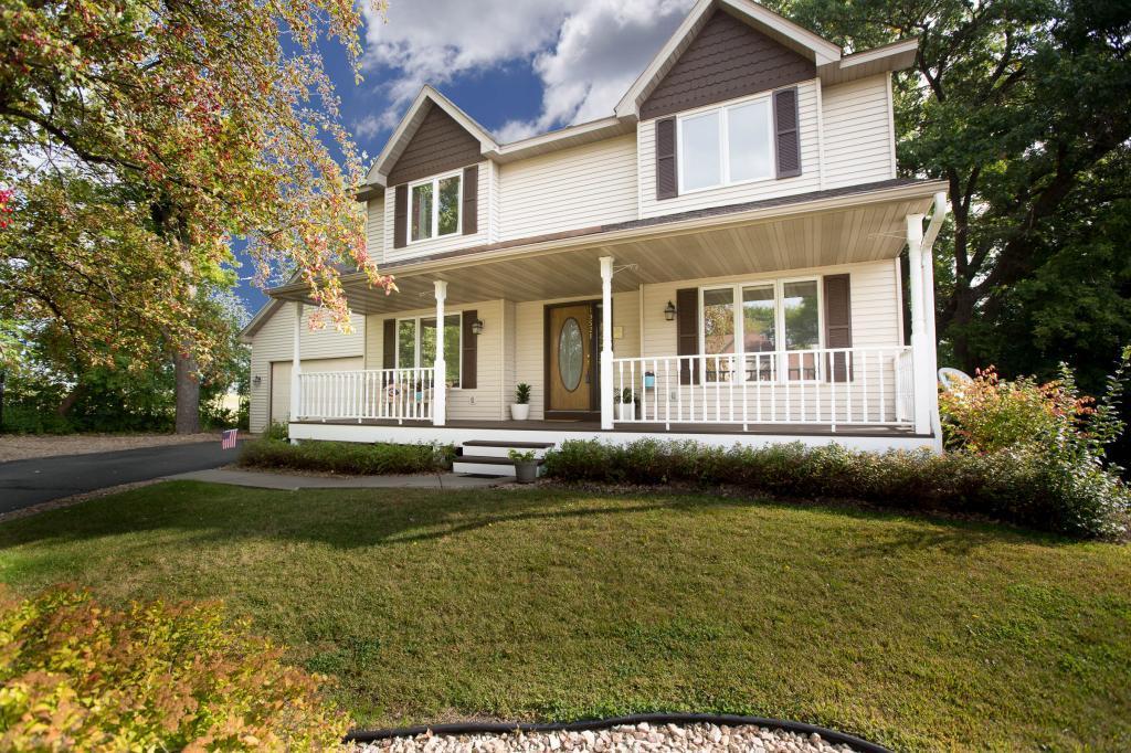 19521 Jade Lane Lakeville, MN 55044